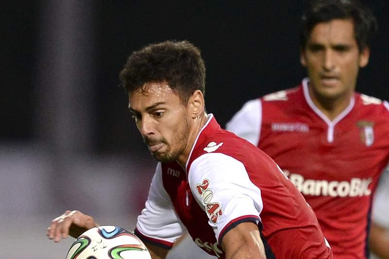 Marcelo Oliveira e André Pinto disputam a bola