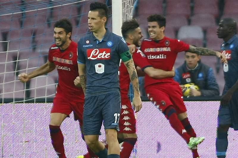 Nápoles empata com Cagliari e vê duo da frente mais longe na Liga italiana