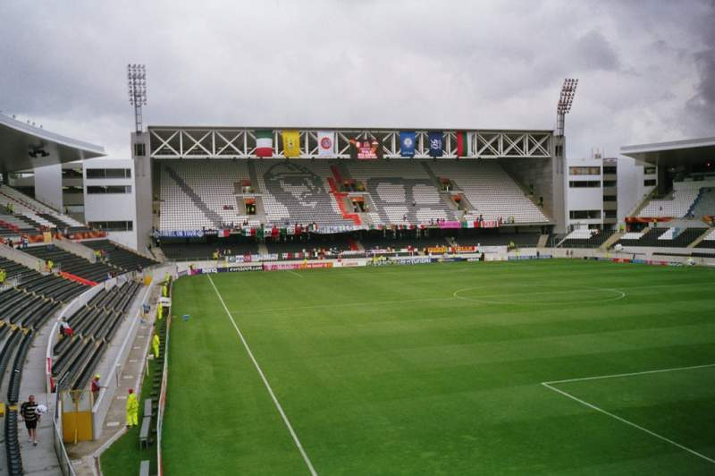 Estádio D. Afonso Henriques, casa do V. Guimarães