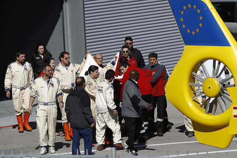 Fernando Alonso levado de helicóptero para o hospital