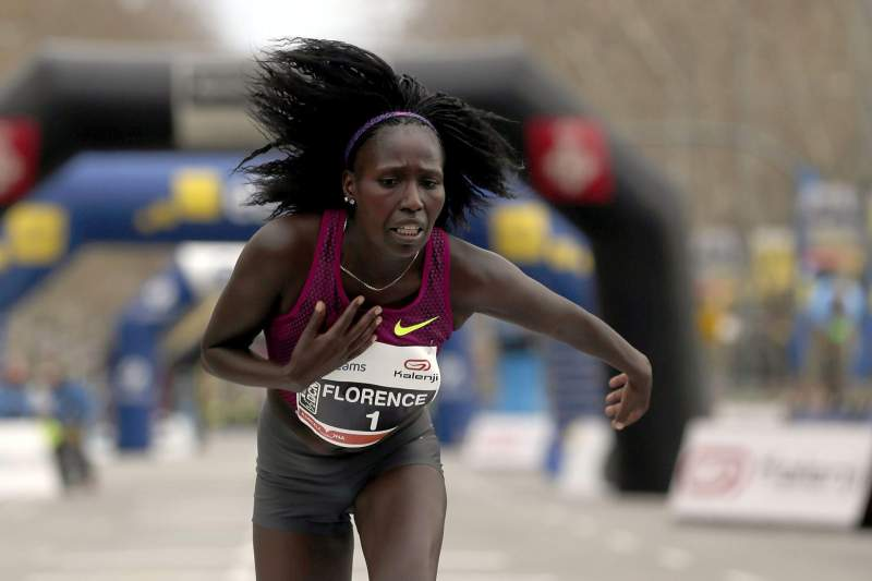 Queniana Florence Jebet Kiplagat bate recorde mundial da meia-maratona