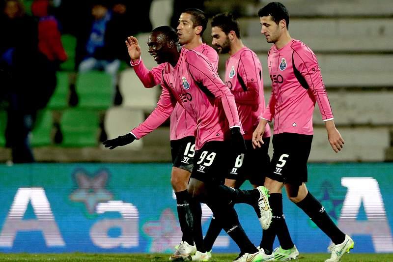 Aboubakar celebra o golo em Vila do Conde com os colegas