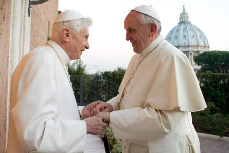 Bento XVI recebe Papa Francisco