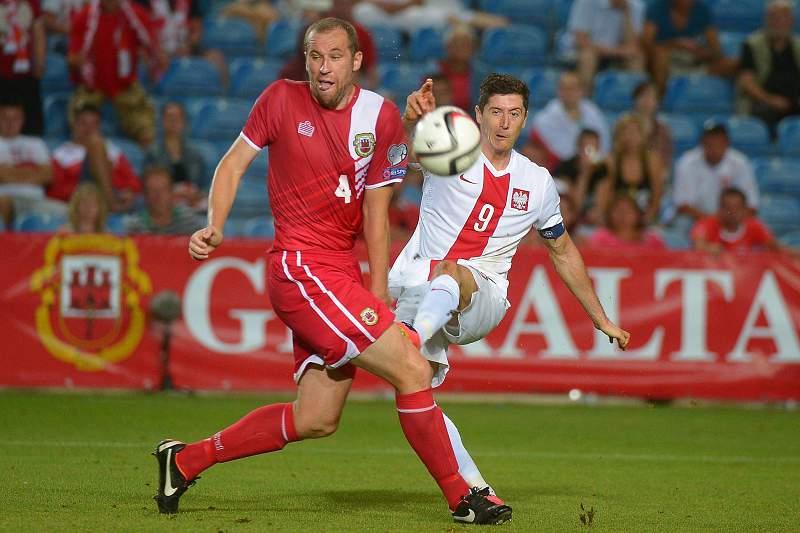 Lewandowski marca ao estreante Gibraltar