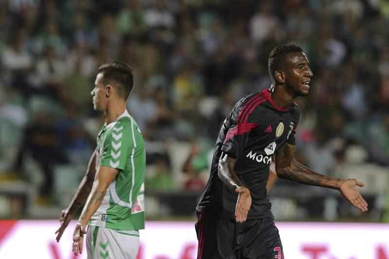 Talisca marca para o Benfica