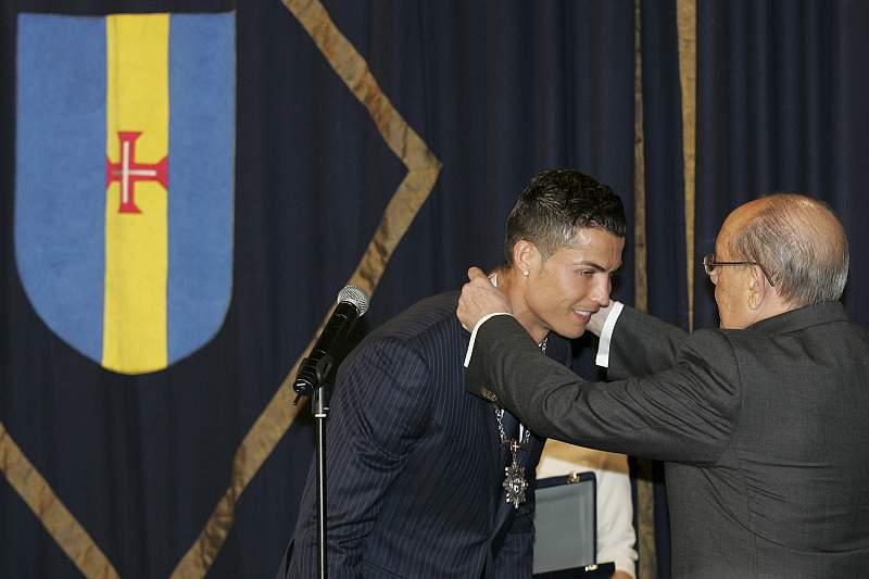 Cristiano Ronaldo condecorado com a Medalha de Mérito da Região Autónoma da Madeira