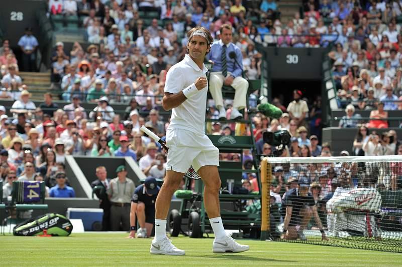 Federer soma e segue rumo aos