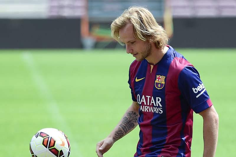 Rakitic assina por cinco anos e diz-se praprado para o estilo do FC Barcelona