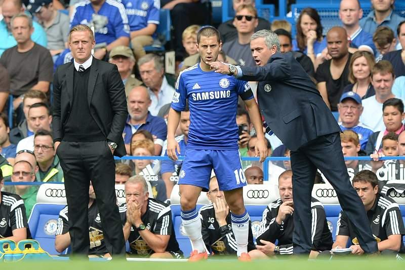 Mourinho dá indicações a Hazard