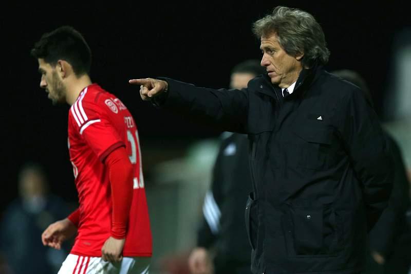 Benfica em Arouca para tentar repor vantagem