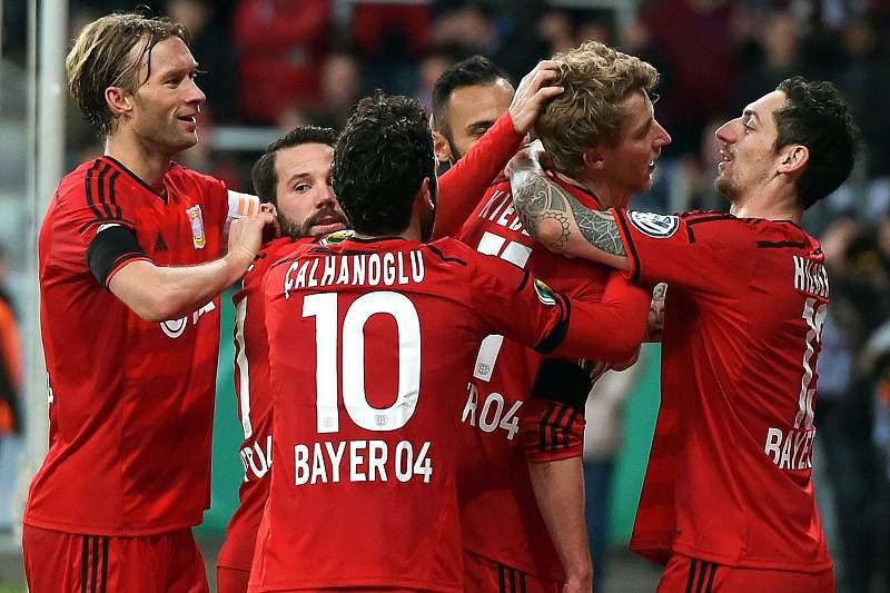 Bayer Leverkusen festeja golo