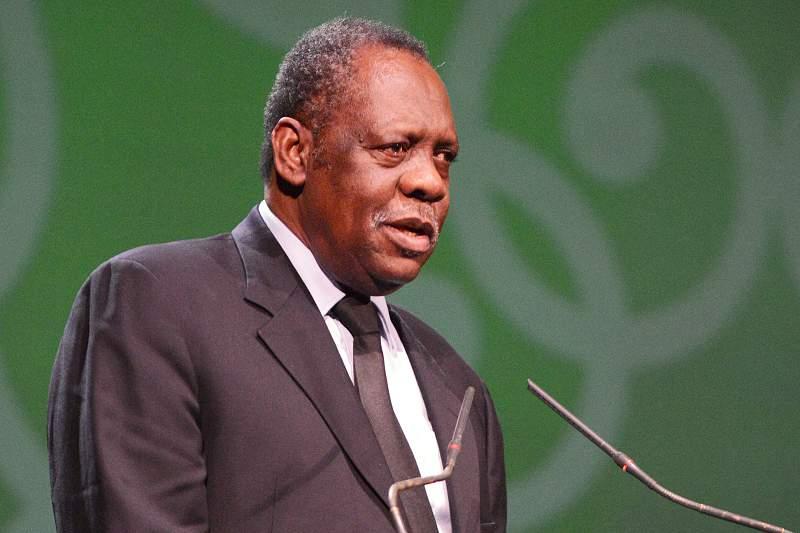Hayatou, presidente da CAF e presidente interino da FIFA