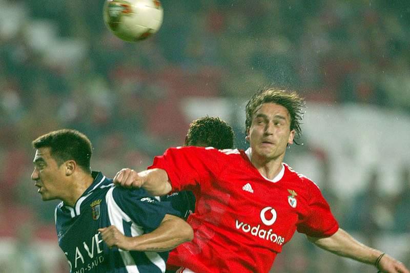 2003/2004: Sokota marca golo magnífico na Luz