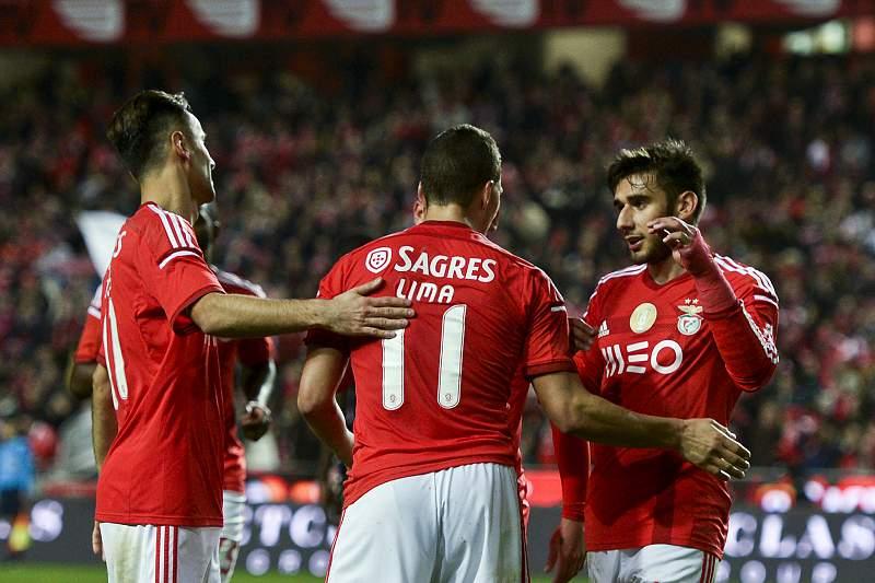 Lima celebra golo com Jonas e Salvio