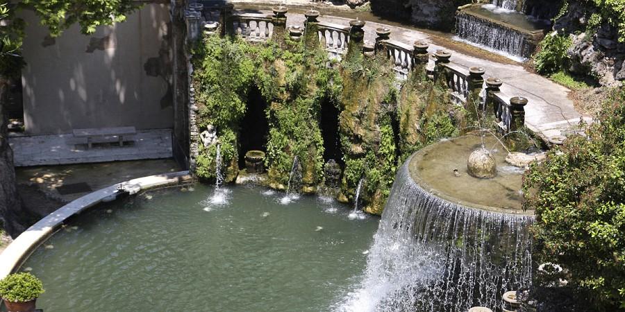 A perfeita combina o de frescura e beleza dos jardins com for O jardins d eglantine