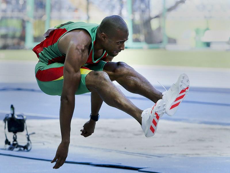 Resultado de imagem para Nelson Évora na final do triplo salto