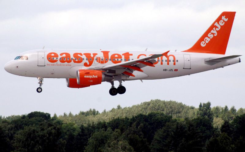 epa03553319 (FILE) A picture dated 11 August 2005 shows an Airbus A319 of low-cost carrier easyJet landing at the airport Fuhlsbuettel of Hamburg, Germany. British budget carrier easyJet on 24 January 2013 reported total revenue for the first quarter 2013 growing by 9.2 per cent to £833 million, driven by strong growth in unit revenues and improved load factors. With around 80 per cent of first half seats now booked, easyJet expects to contain first half loss before tax to between £50 million and £75 million compared to the £112 million loss reported in the first half of last year.  EPA/MAURIZIO GAMBARINI *** Local Caption *** 50115289