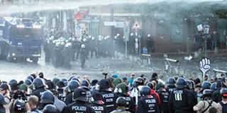 Resultado de imagem para Terceira noite de confrontos entre polícia e manifestantes em Hamburgo após cimeira do G20