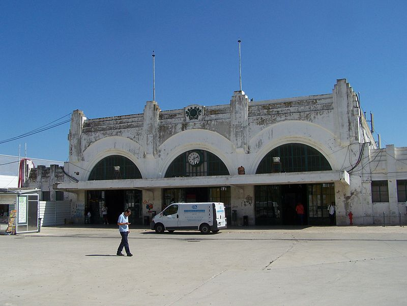 File source: https://commons.wikimedia.org/wiki/File:South_and_Southeast_train_station_Lisbon.jpg