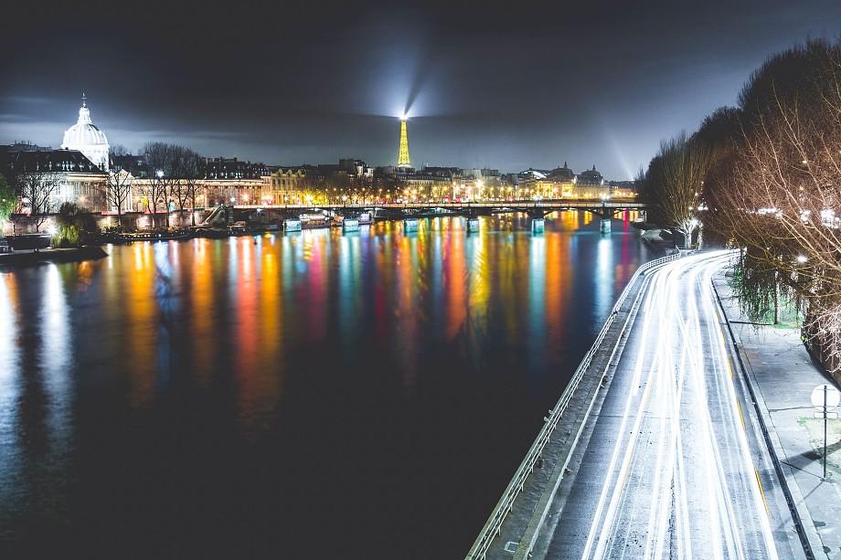 Passeio noturno pelo Rio Sena, em Paris