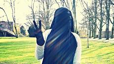 """""""Eu não era eu"""": a história de uma adolescente que se radicalizou"""