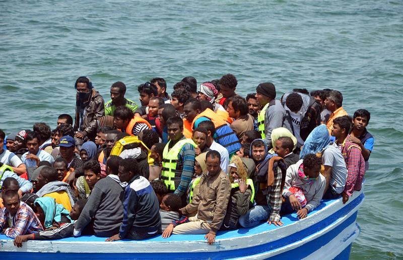 Resultado de imagem para 34 migrantes resgatados no Mediterrâneo pela Força Aérea Portuguesa após explosão