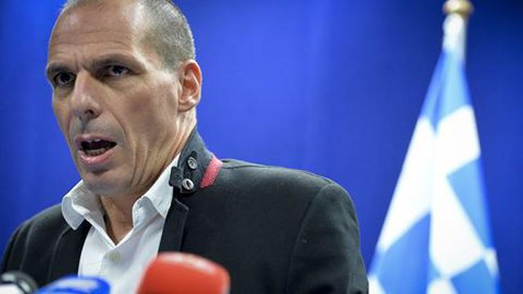 "Varoufakis contraria ""políticas destrutivas"" e readmite 595 mulheres da limpeza"