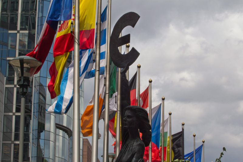 epa02791271 Illustration shows a statue brandishing the Euro symbol between the Spanish and Greek flag in front of EU parliament in Brussels, Belgium, 23 June 2011. Heads of the 27 European Union states meet in Brussels for two days for a European Summit, with plans for a second emergency loan package for Greece at the top of the agenda.  EPA/JULIEN WARNAND BELGIUM OUT