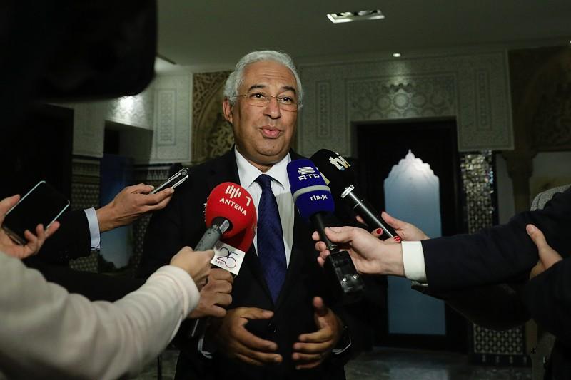 Resultado de imagem para António Costa promete baixar fatura energética, mas com respeito pelos contratos