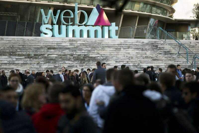 Participants wait to enter in the Web Summit at Meo Arena this afternoon in Lisbon, Portugal, 7th November 2016. Web Summit has become Europe's largest and most important technology marketplace and runs from today until 10th of November in Lisbon. MIGUEL A. LOPES/LUSA