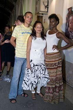 Modelos desfilam em Maputo
