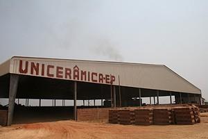 A fábrica tem uma produção estimada em mais de quatro mil tijolos por dia