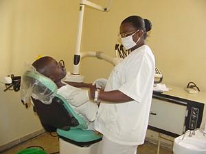 Os hospitais precisam de ambulâncias e laboratórios de análises clínicas