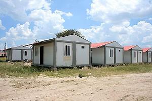 Casas construídas para os funcionários da agência do Banco de Poupança e Crédito