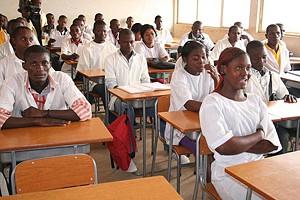 Alunos do Instituto Médio de Administração e Gestão de Mbanza-Congo estão cépticos quanto ao início das aulas