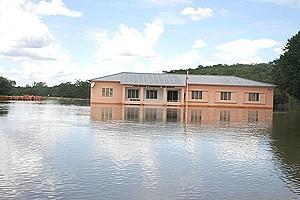 O Palácio do Administrador Comunal é um dos edifícios que não escaparam à fúria das águas