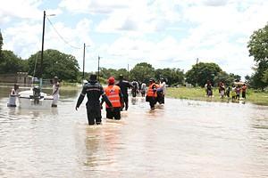 O nível das águas das cheias do Cunene está a descer e deixam mais visíveis os estragos provocados pelas enxurradas