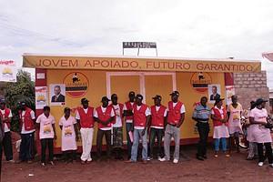 Vice-governador Porfírio Muacassange no acto de entrega dos instrumentos de trabalho