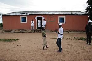 Técnicos do sector da Saúde procuram responder à procura de pacientes com enfermidades como a malária e doenças diarreicas