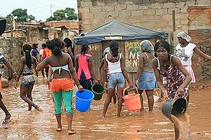 Era este ontem o cenário em vários bairros periféricos de Luanda depois das chuvas