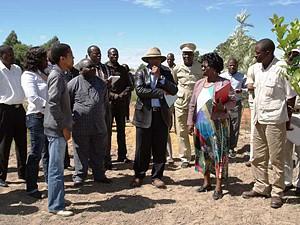 A delegação chefiada pelo  governador  Isaac Maria dos Anjos visitou toda a extensão do perímetro irrigado das Gandjelas