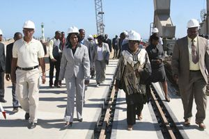 A governadora Cândida Celeste esteve recentemente no recinto portuário para acompanhar de perto o curso das obras