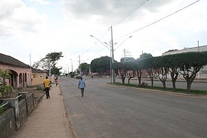 Lojas e pequenos centros comerciais de Samba-Cajú estão a ser reconstruídos e as casas pintadas pelos proprietários