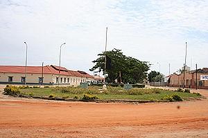 Um ângulo da vila piscatória do Ambriz a clamar por reabilitação e outros serviços públicos