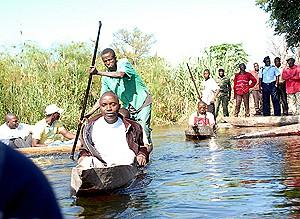 A dragagem das águas e a construção  de uma ponte cais vai facilitar a travessia do rio Kuando pelas populações fronteiriças
