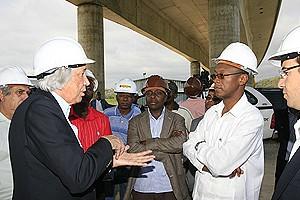 Engenheiro civil Armindo Rito quando prestava ao ministro do Urbanismo e Construção explicações sobre o andamento das obras