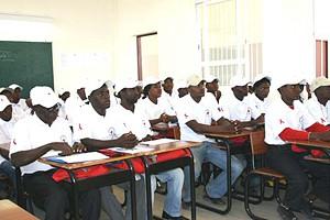Jovens da província do Cunene durante a acção de formação sobre medidas preventivas de combate ao vírus da sida