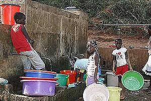 A população da vila sede consome água potável apesar dos problemas que afectam a rede de distribuição