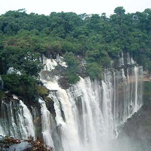 A excursão fica um dia em Kalandula para apreciar as quedas de água do rio Lucala