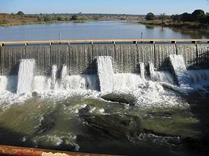 A barragem de Chicomba irriga os campos e possibilita a existência de duas colheitas ao longo do ano agrícola